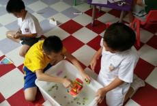 Kickstart Education Sheung Wan kid class experiement
